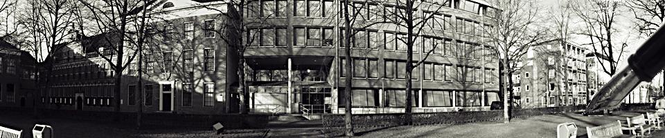 Foto-gerechtsgebouw-site-karin-met-vulpen..jpg